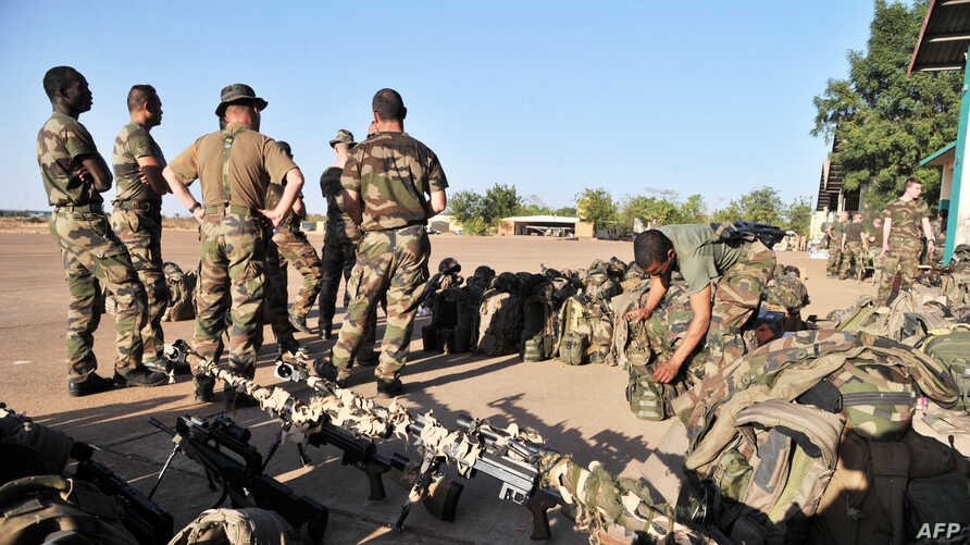French soldiers from the 2nd RIMA (French Navy Infantry Regiment), arriving from France, prepare at the 101 military airbase near Bamako, January 14, 2013.