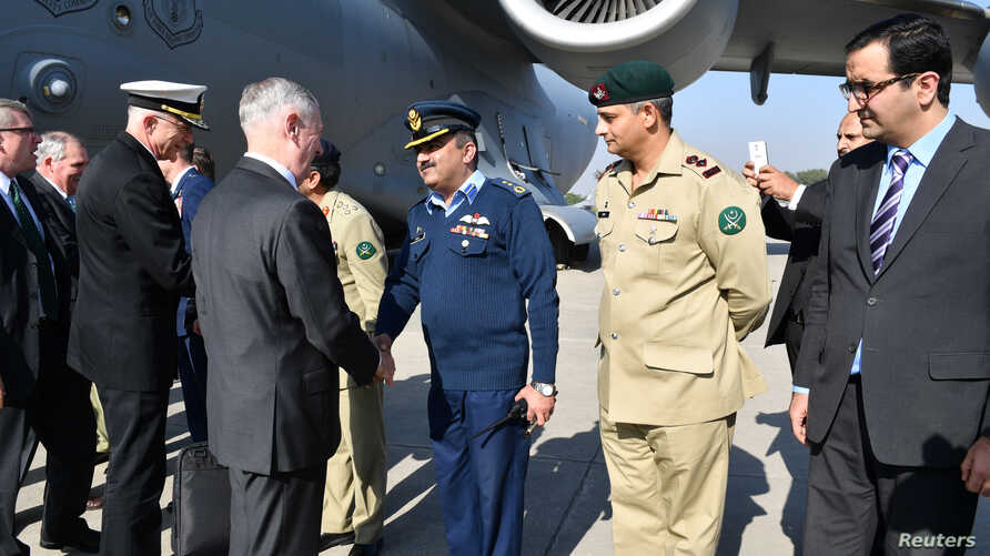 U.S. Defense Secretary Jim Mattis is greeted by Pakistani military officials as he arrives in Islamabad, Pakistan, Dec. 4, 2017. (U.S. Embassy Handout via Reuters)