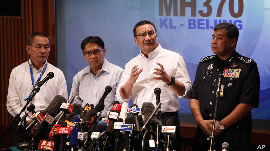 Malaysia's acting minister of transport Hishamuddin Hussein, second from right, speaks during a press conference in Kuala Lumpur, Malaysia, Sunday, March 16, 2014.