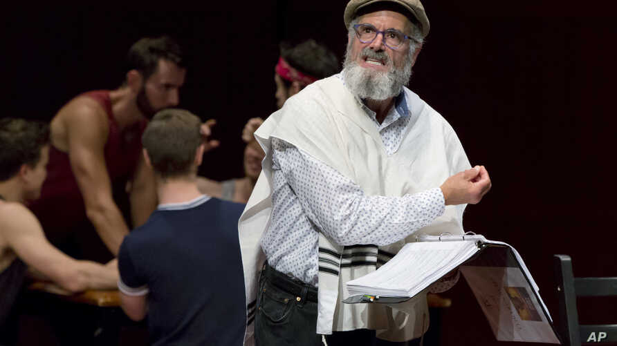 """Steven Skybell, as Tevye, rehearses with the National Yiddish Theatre Folksbiene cast of a Yiddish-language production of """"Fiddler on the Roof,"""" at the at the Museum of Jewish Heritage, in New York, June 19, 2018."""
