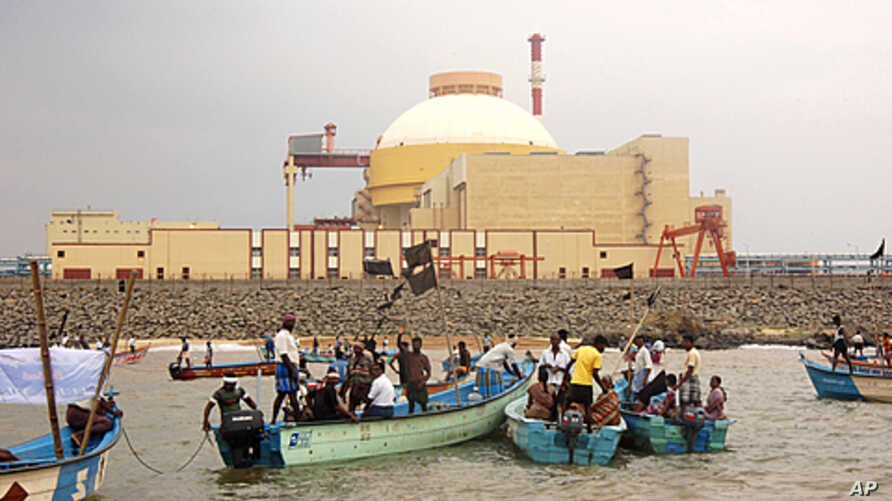 Local fishermen hold black flags during an anti-nuclear protest outside a Russian-built nuclear plant in Kudankalam region, in the southern Indian state of Tamil Nadu, November 21, 2011.