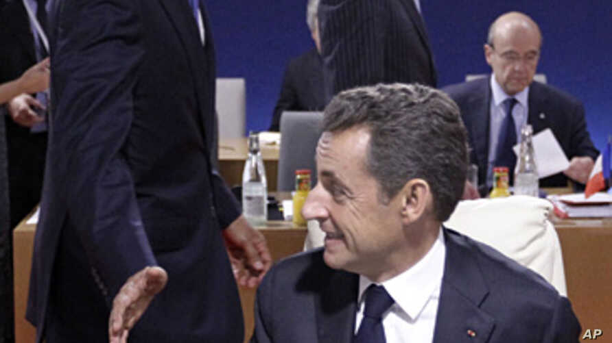 Presidents Nicolas Sarkozy  (r) and Barack Obama during the G20 Summit in Cannes, Nov.3, 2011.