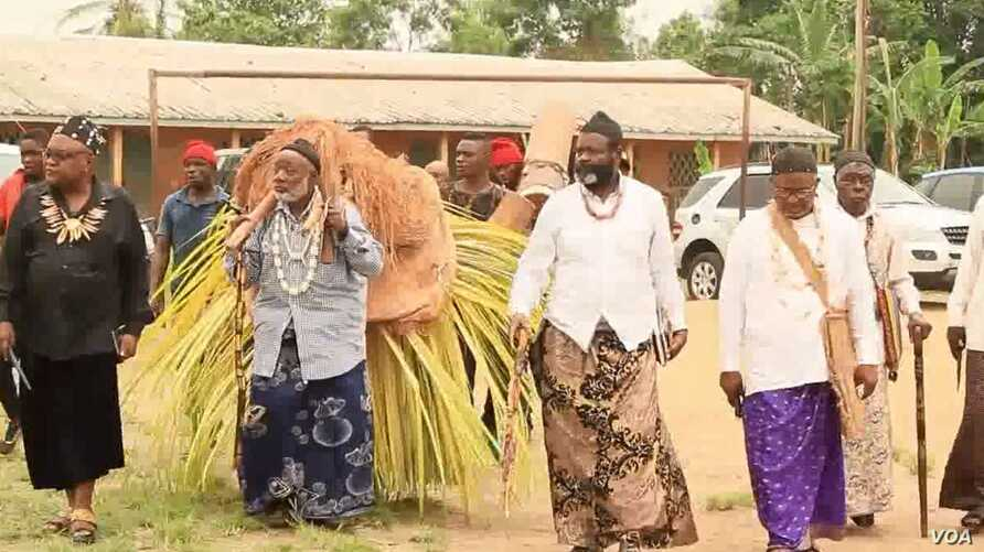 Cameroon traditional rulers are often respected and preside over cultural activities, March 8, 2018. (M Edwin Kindzeka/VOA)