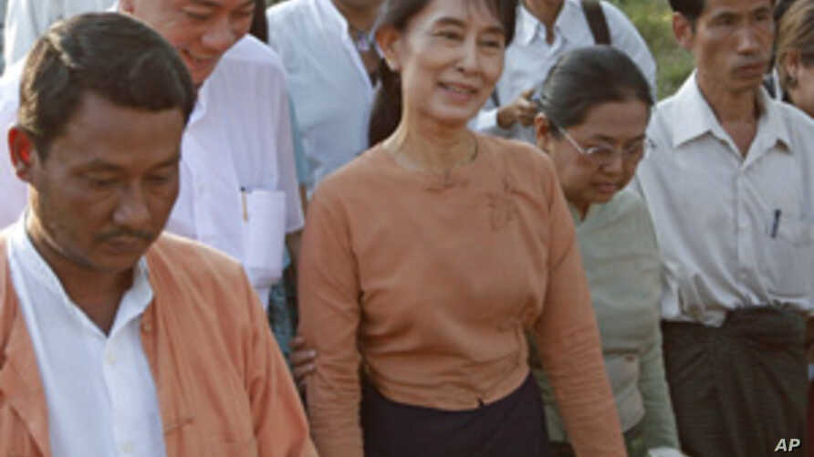 Aung San Suu Kyi Calls for National Reconciliation in 2011