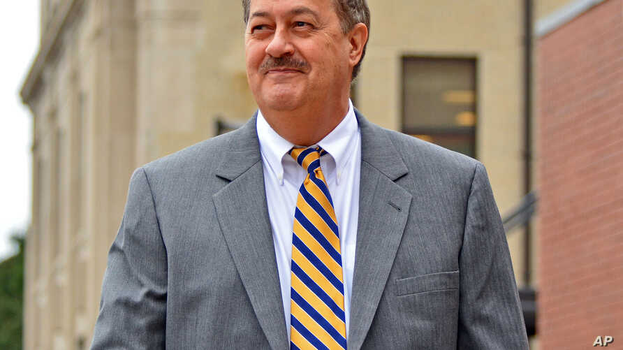 FILE - Ex-Massey Energy CEO Don Blankenship leaves the courthouse in Charleston, West Virginia on Oct. 1, 2015.