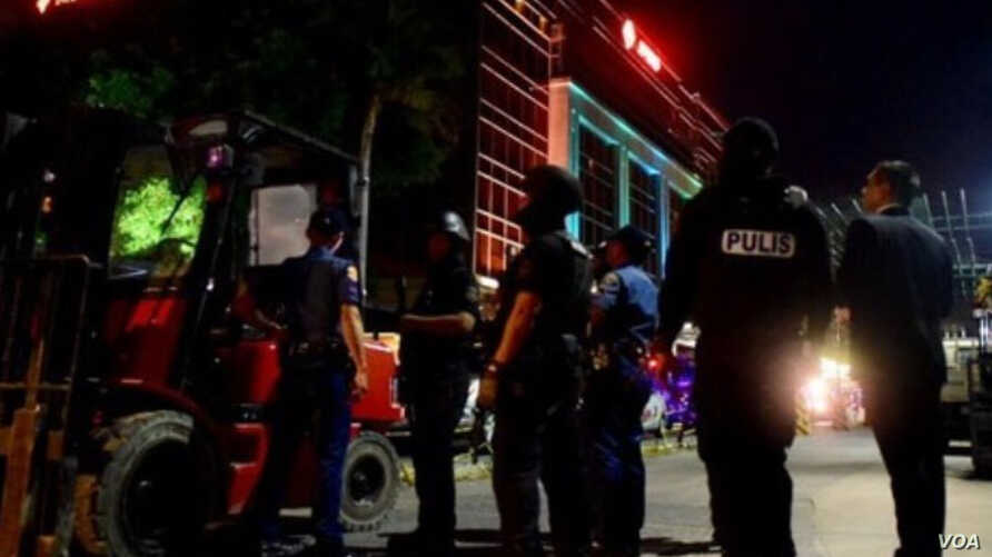 A social media image purports to show police and other personnel on the scene at Resorts World in Manila, Philippines. (Twitter - @Naagesh_tweets)