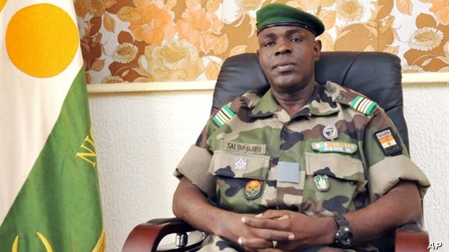 The head of the junta in Niger, Major Salou Djibo, who took over in a February 18, 2010 coup that toppled President Mamadou Tandja, 24 Feb 2010 (file photo)