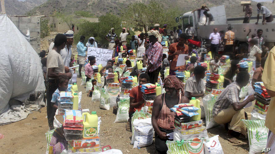Men deliver aid donations from donors in Aslam, Hajjah, Yemen, Sept. 23, 2018.