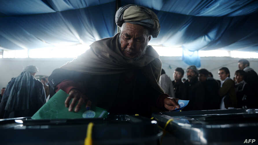 Afghan man casts vote at local polling station, Kabul, April 5, 2014.