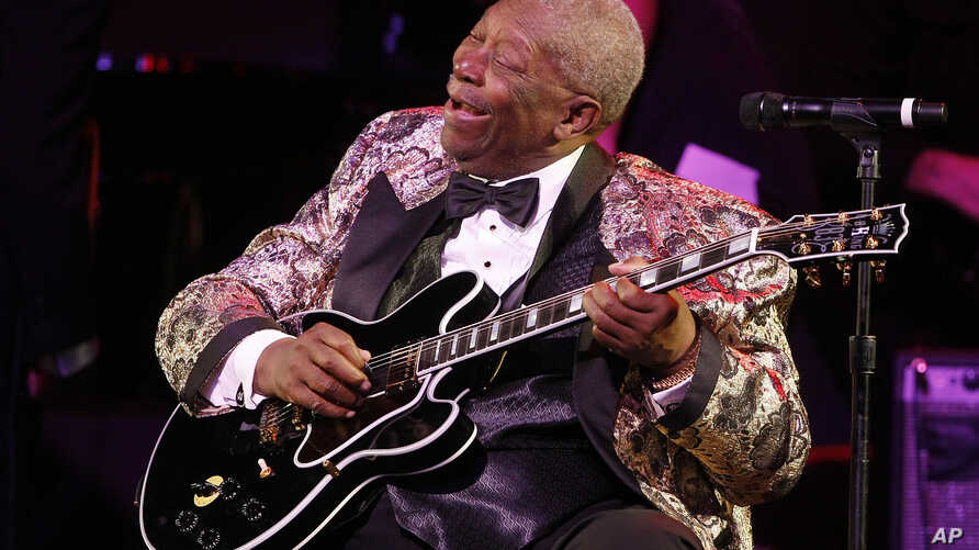 """FILE - BB King performs at """"The Blues & Jazz"""" Gala Concert at the Kodak Theatre on Sunday Oct. 26, 2008 in Los Angeles."""
