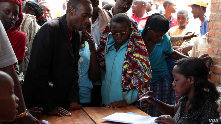 Burundian refugees, register with officials at a Bugesera reception center Eastern Rwanda. (Mohammed Yusuf for VOA)