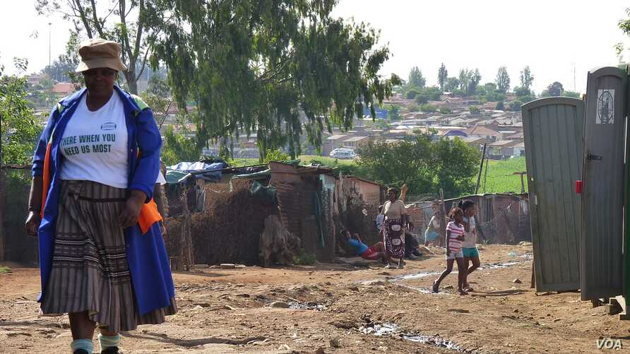 Kliptown is one of the most destitute areas of the large Soweto township, South Africa, November 2012. (S. Honorine/VOA)