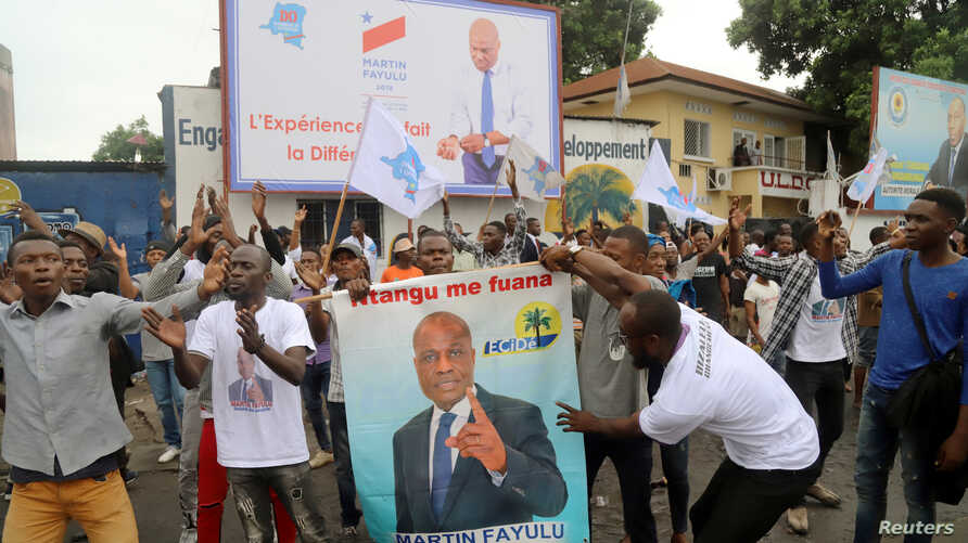 Supporters of Congolese presidential candidate Martin Fayulu celebrate after the opposition coalition chosen him to be the candidate in a December presidential election, in Kinshasa, Democratic Republic of Congo, Nov. 12, 2018.