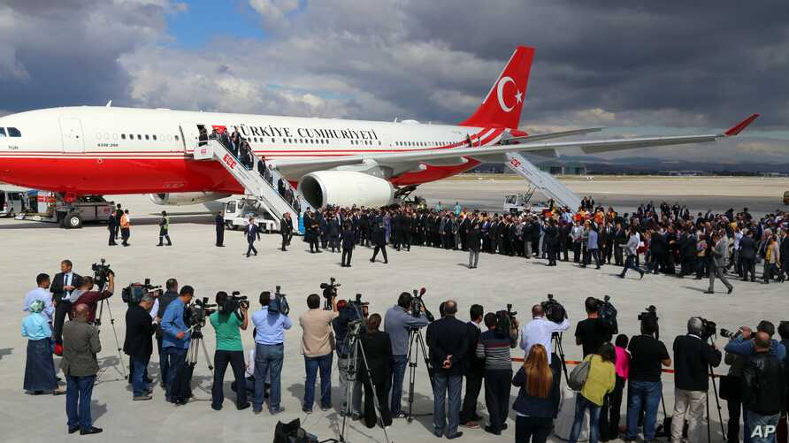 Freed Turkish hostages are welcomed at the airport in Ankara, Sept. 20, 2014.