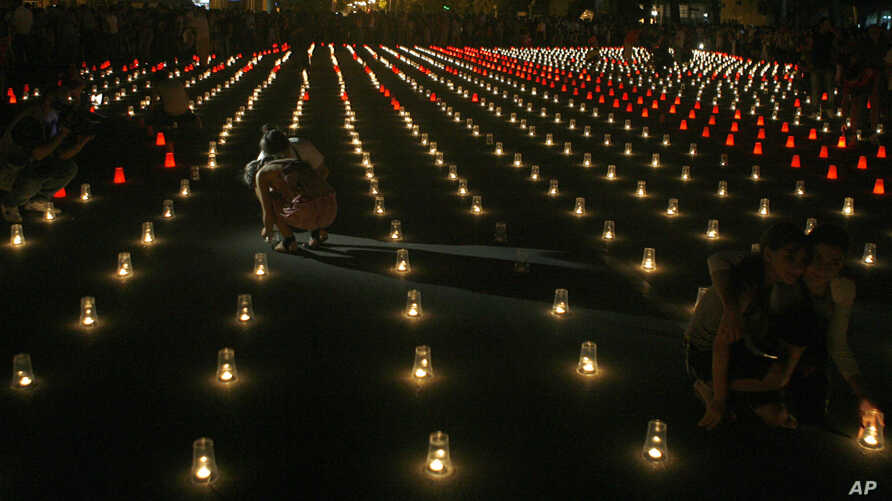 Georgians light candles for victims of the war with Russia as they mark the third anniversary of the conflict in Gori, Georgia, Monday, Aug. 8, 2011. (AP Photo/Shakh Aivazov)
