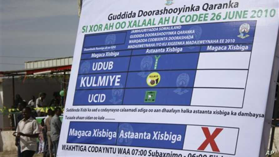 A sample of a voting paper is displayed by the National Electoral Commission,in Hargeisa, Somaliland, 24 Jun 2010