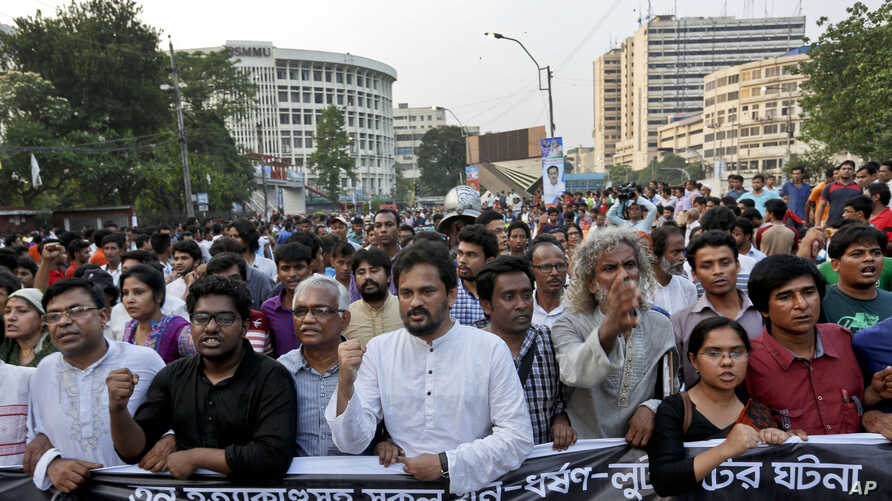 Bangladeshi activists and students shout slogans demanding arrest of three motorcycle-riding assailants who hacked and shot student activist Nazimuddin Samad to death as he walked with a friend, in Dhaka, Bangladesh, April 8, 2016.