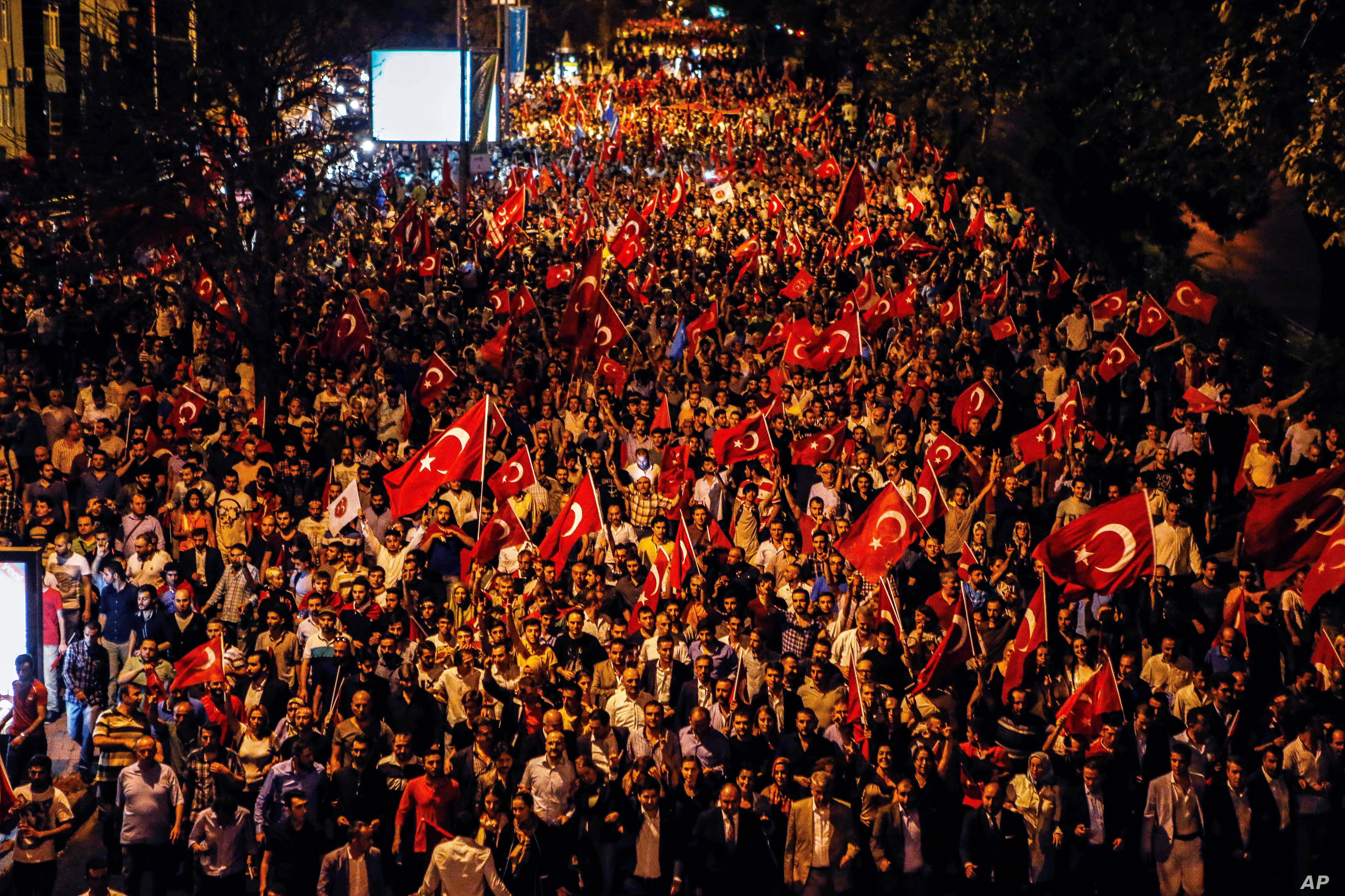 Thousands of people march to protest against the deadly attacks on Turkish troops, in Istanbul, Turkey, Sept. 8, 2015.
