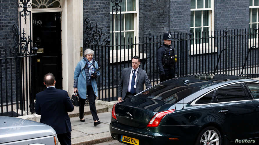 Britain's Prime Minister Theresa May leaves 10 Downing Street, as she faces a vote on her Brexit 'plan B', in London, Jan. 29, 2019.
