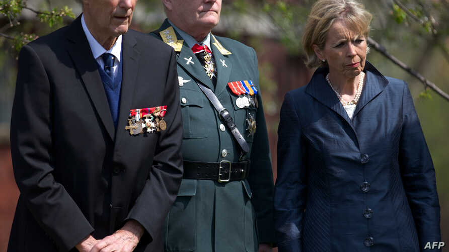 FILE - (L0R) Norwegian World War II hero Joachim Ronneberg, 93, head of the Norwegian armed forces General Harald Sunde and Norwegian Minister of Defence Anne-Grete Strom-Erichsen attend a wreath-laying ceremony in the former's honour at the SOE agen