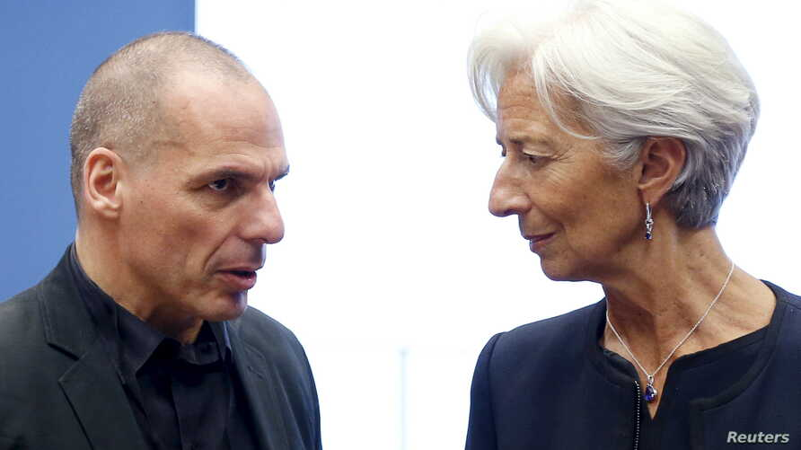 Greek Finance Minister Yanis Varoufakis talks to International Monetary Fund (IMF) Managing Director Christine Lagarde (R) during a euro zone finance ministers meeting in Luxembourg, June 18, 2015.