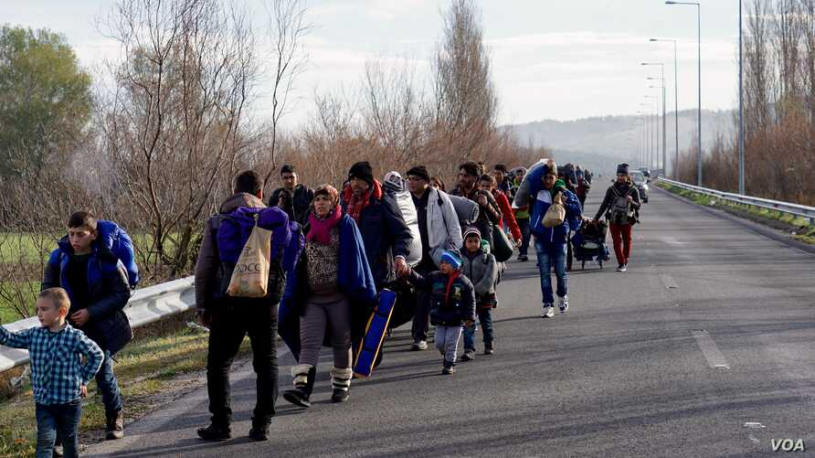 Migrants trudge toward a makeshift refugee camp in the northern Greek border station of Idomeni, where they hope to get permission to move onto other points in Europe, March 4, 2016.