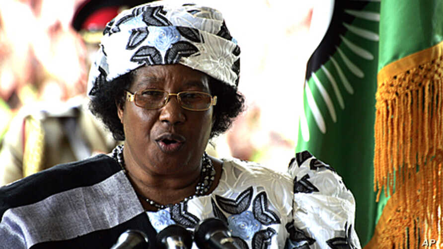 Malawi's new President Joyce Banda gives a press conference in Lilongwe, April 10, 2012.