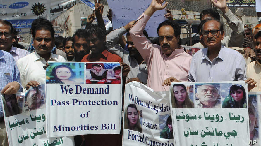 Pakistani civil society activists call for protection of Hindu girls at a protest in Hyderabad, Pakistan, March 26, 2019. A court in Islamabad has ordered protection for two teenage sisters from the minority Hindu community as investigators widen a p