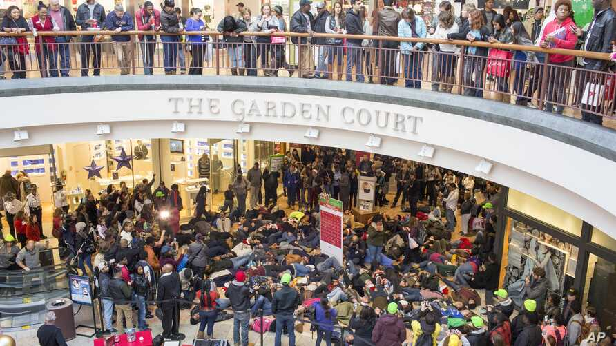 Protesters of the grand jury decision in the Michael Brown shooting march through the St. Louis Galleria mall chanting slogans, in Richmond Heights, Missouri, Nov. 28, 2014.