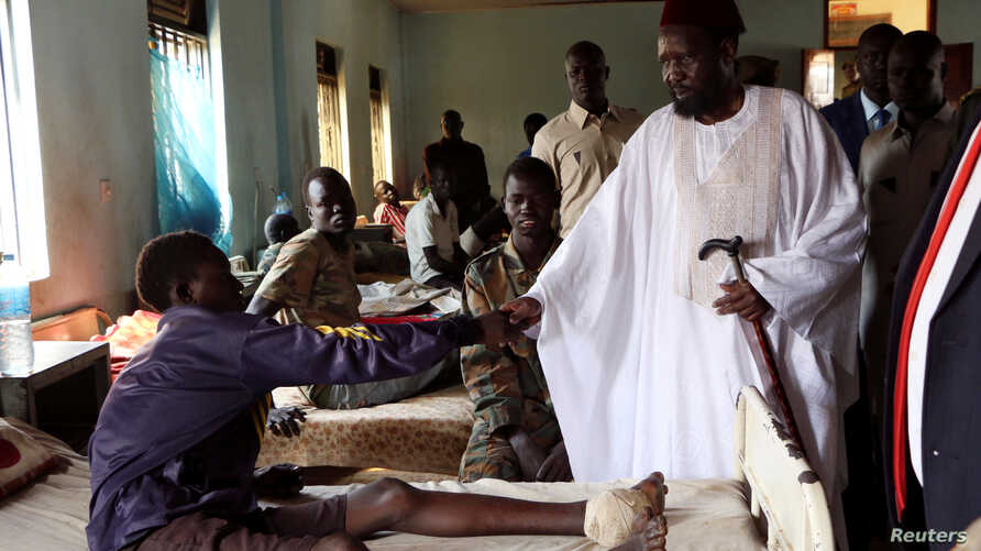 South Sudan's President Salva Kiir meets Sudan People's Liberation Army soldiers receiving treatment at the Juba Military hospital in the capital Juba, Dec. 26, 2016.
