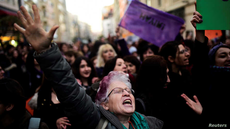 Anti-government demonstrators march during a protest in the Kadikoy district of Istanbul, Turkey, April 18, 2017.