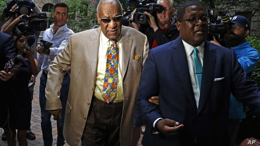 Bill Cosby, center, arrives for jury selection in his sexual assault case at the Allegheny County Courthouse, May 22, 2017, in Pittsburgh, Pennsylvania.