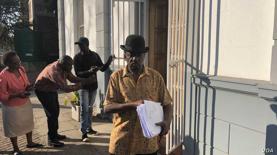 Jameson Timba, the chief election of Movement for Democratic Change Alliance, arrives at the Constitutional Court to file court papers in a bid to reverse President Emmerson Mnangagwa's July polls official victory, Aug. 10, 2018. (C. Mavhunga for VOA