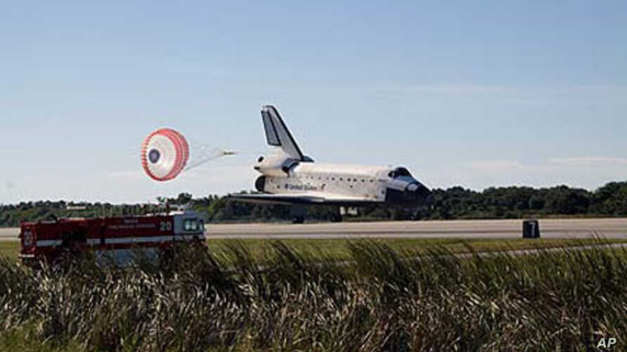 Space shuttle Atlantis lands on runway 33 at NASA Kennedy Space Center's Shuttle Landing Facility concluding the STS-129 mission, 27 Nov 2009