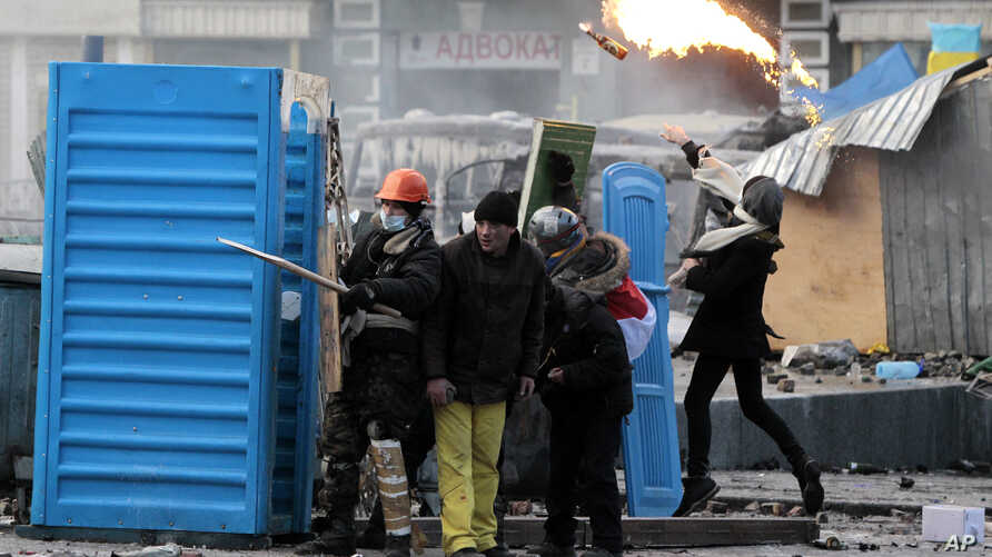 Protesters clash with police, in central Kyiv, Ukraine, Jan. 20, 2014.