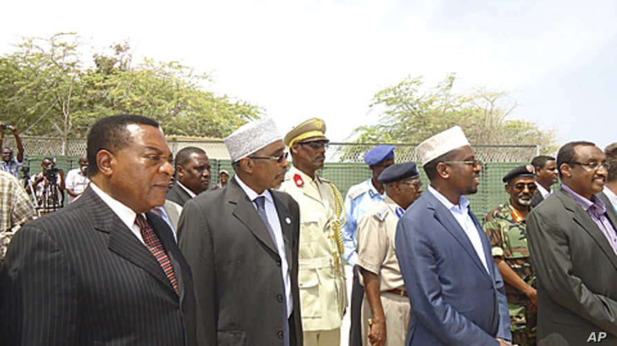 From left :UN special representative for Somalia Augustine Mahiga, Sharif Hassan Sheik Adam, Somalia's parliament speaker, Somalia's president Sheik Sharif Sheik Ahmed,and the Abdiwali Mohamed Ali, Somalia prime minister during the closing ceremony o
