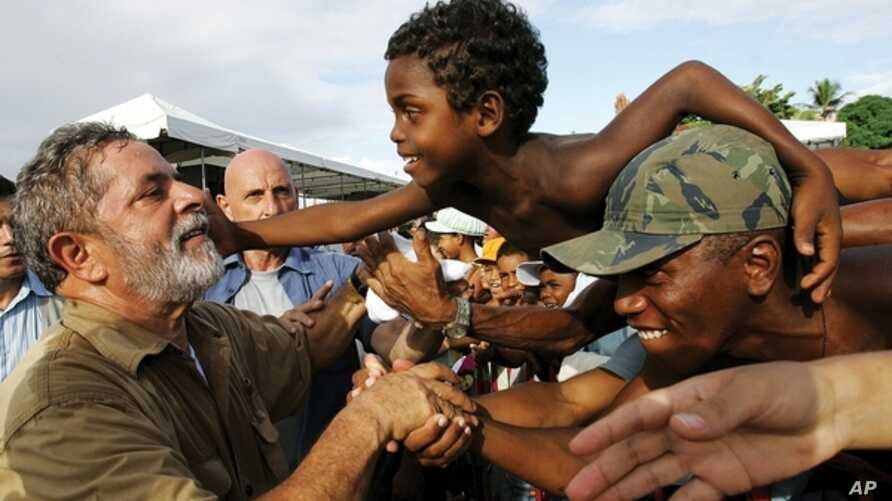 President Lula da Silva meets with local people