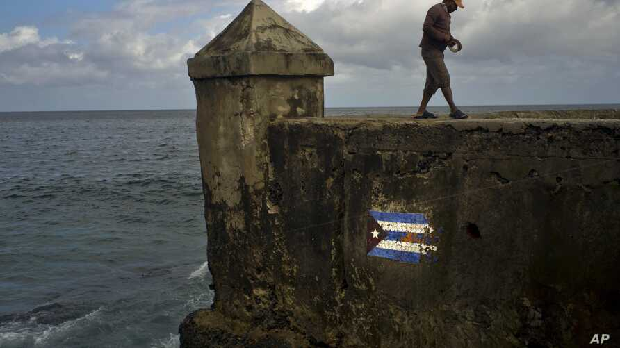 A fisherman walks along the sea wall of Havana, Jan. 13, 2017. The U.S. disclosed that the attacks on the health of American diplomats in Cuba continued as recently as August. The number of foreign service personnel affected was raised to 19.