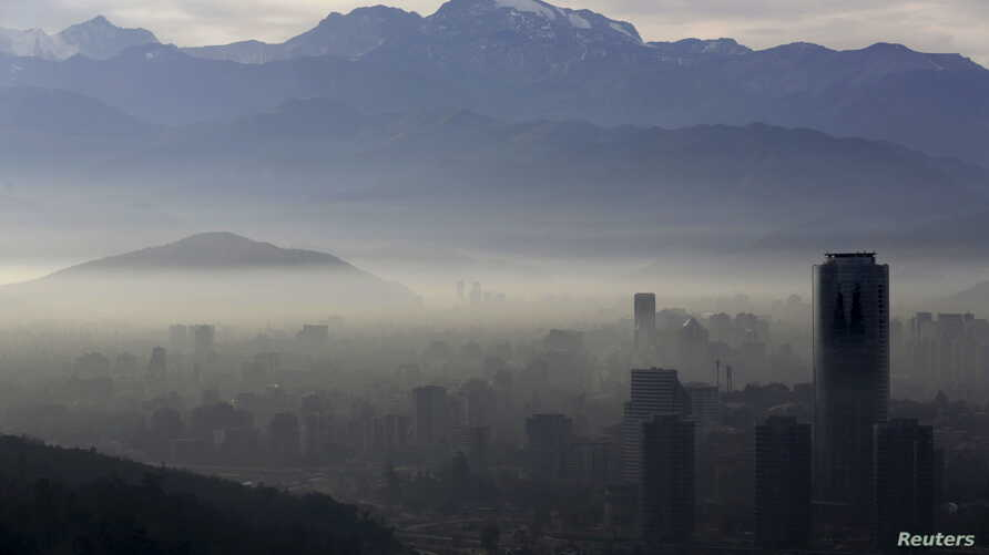 Smog shrouds Chile's capital Santiago, June 22, 2015.