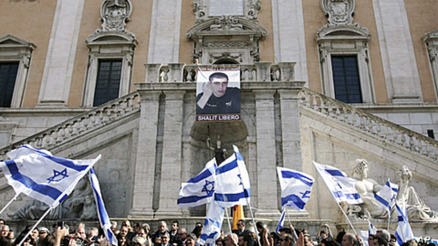 Members of the Roman Jewish community wave Israeli flags as they celebrate the release of Israeli soldier Gilad Schalit, at Rome's Capitol Hill, October 18, 2011.