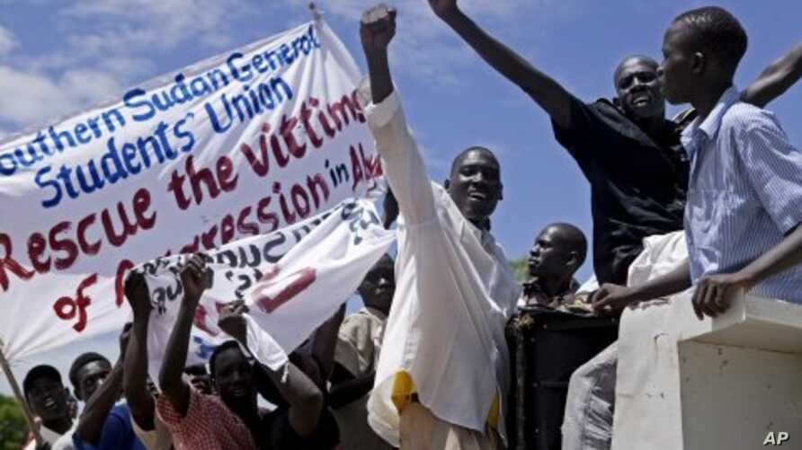Hundreds of southern Sudanese take part in a demonstration against northern Sudan's military incursion into the border town of Abyei, in the southern capital of Juba,  May 23, 2011