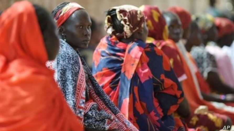 Expectant mothers wait in queue for consultation at the maternity ward of the Medecins Sans Frontieres (Doctors Without Borders-MSF) Aweil civil hospital, the only hospital in Sudan's Northern Bahr al-Ghazal state (File Photo - January 26, 2011)
