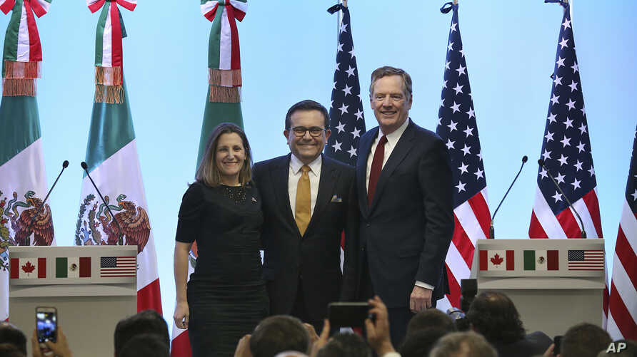 Mexico's Secretary of Economy Ildefonso Guajardo Villarreal,from left, Canadian Foreign Affairs Minister Chrystia Freeland, and U.S. Trade Representative Robert Lighthizer, pose for a group photo at a press conference regarding the seventh round of N...