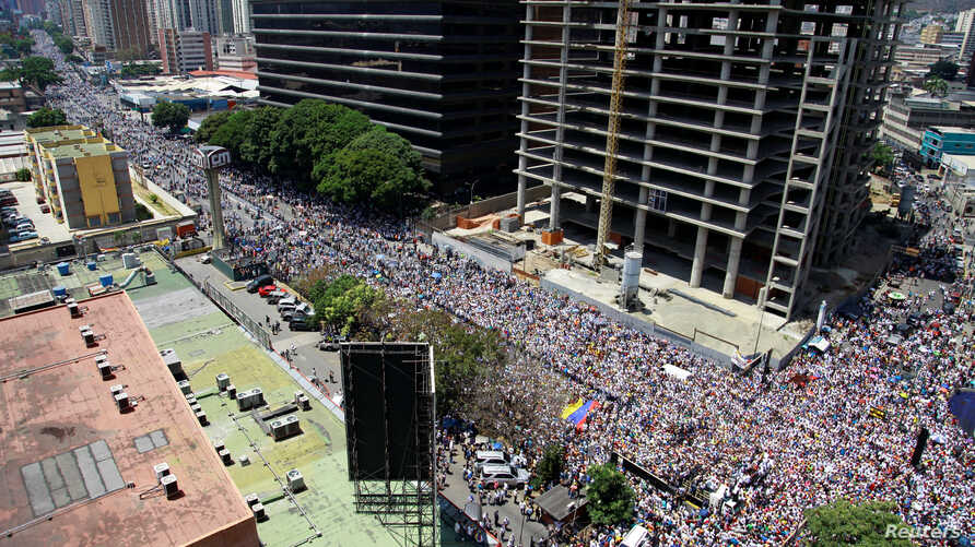 Supporters of Venezuelan opposition leader Juan Guaido, whom many nations have recognized as the country's rightful interim ruler, take part in a rally against Venezuelan President Nicolas Maduro's government in Caracas, April 6, 2019.