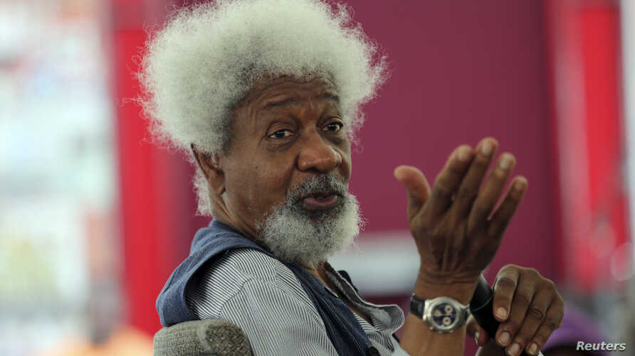 Nobel Laureate Wole Soyinka speaks to pupils during a mentoring session at the Lagos Book and Art Festival, Nov. 15, 2014.