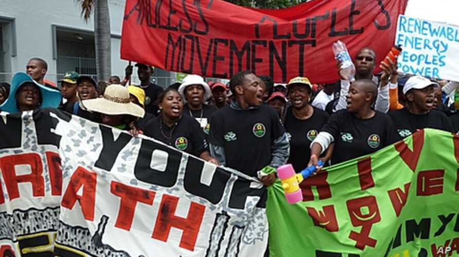 Demonstrators march outside the U.N. climate conference in Durban, South Africa, December 3, 2011.