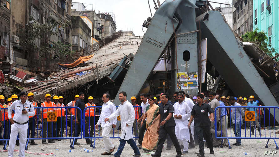 Rahul Gandhi (centre L), vice president of the Indian National Congress Party, and Adhir Ranjan Chowdhury, center left, state president of the West Bengal Pradesh Congress Committee, visit the site of a collapsed bridge in Kolkata, April 2, 2016.