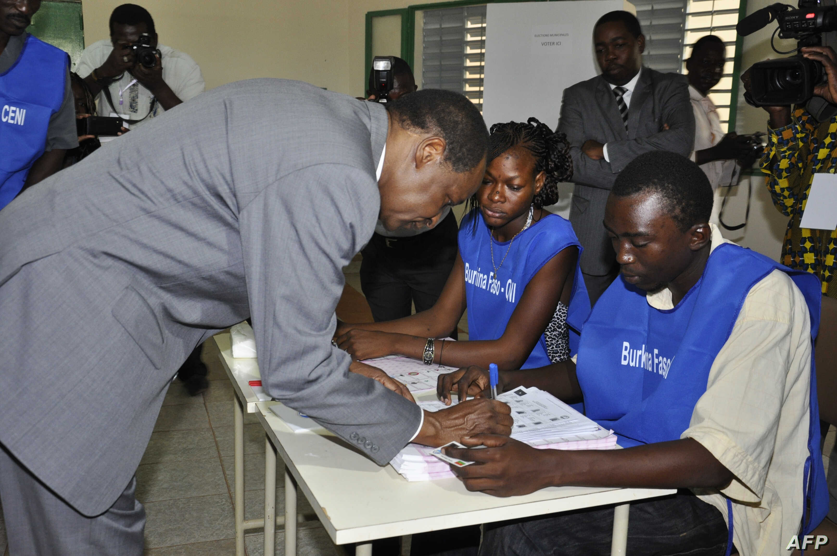 Burkina Faso incumbent President Blaise Compaore signs a document after casting his ballot at a polling station during legislative and municipal elections, in Ouagadougou, December 2, 2012.