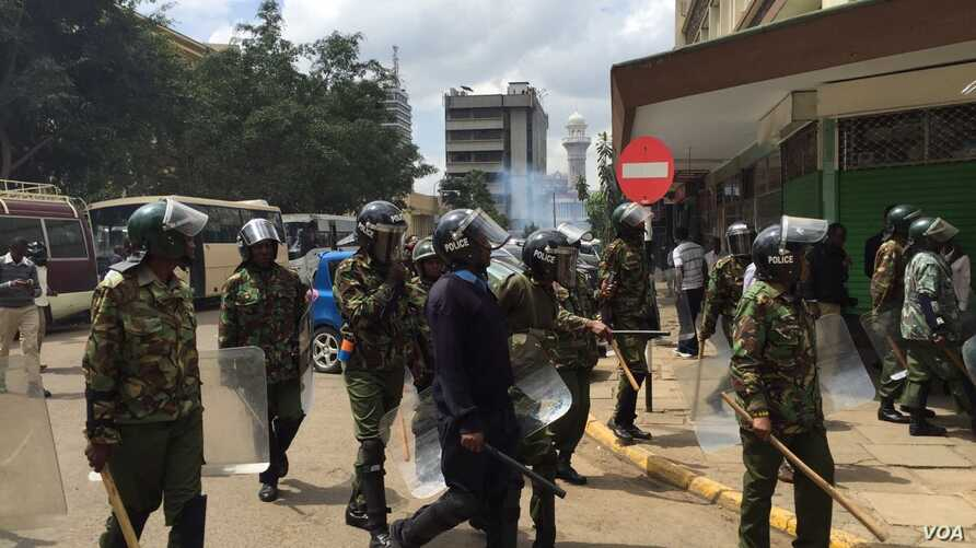 Nairobi anti-riot police disperse small groups of protesters with tear gas ahead of anti-electoral commission demonstrations, May 23, 2016. (Jill Craig/VOA)