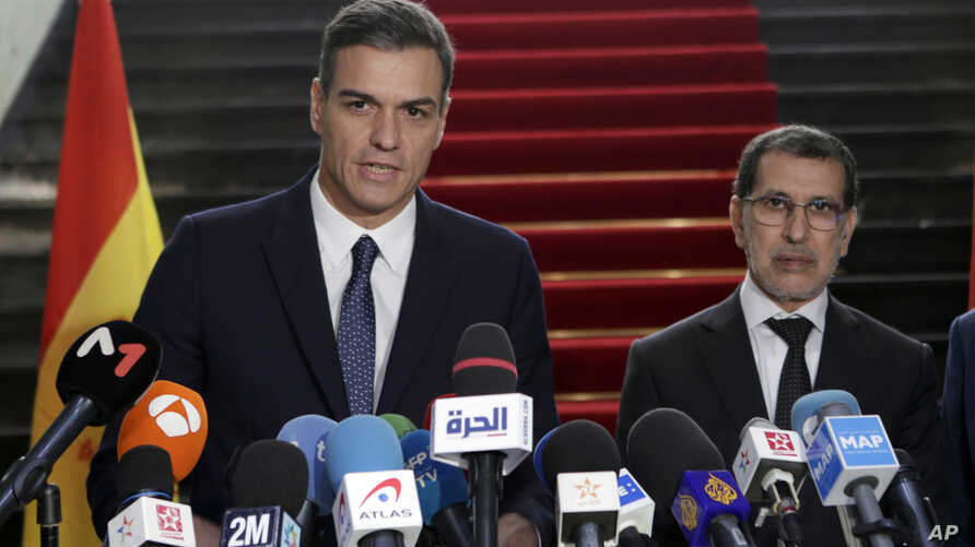 Morocco's Prime Minister Saad Eddine el-Othmani (R), and his Spanish counterpart Pedro Sanchez answer questions during a joint presse conference held in Rabat, Morocco, Nov, 19, 2018.